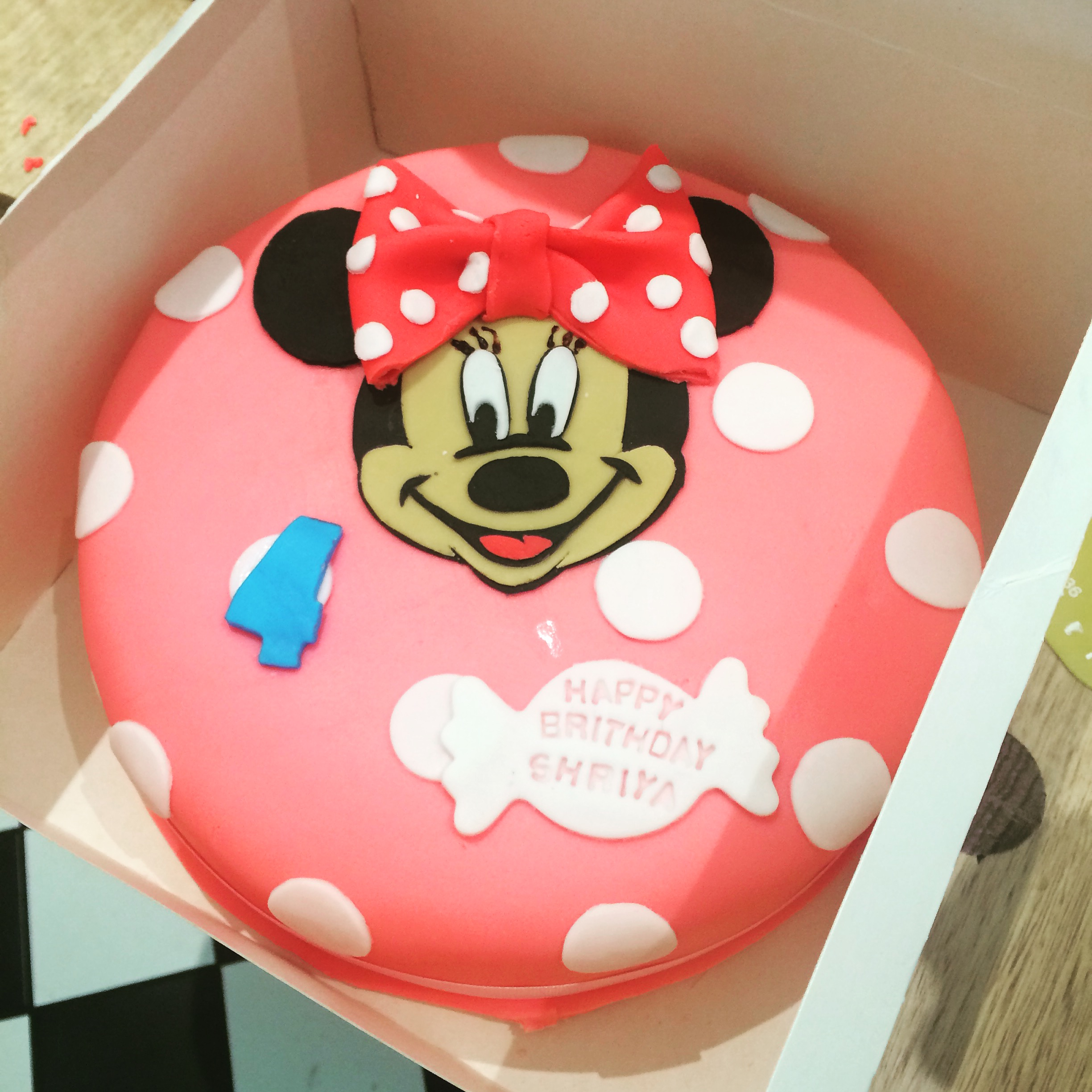 9in Round Minnie Mouse Fondant Cake 1622feeds Runaway Cupcakes