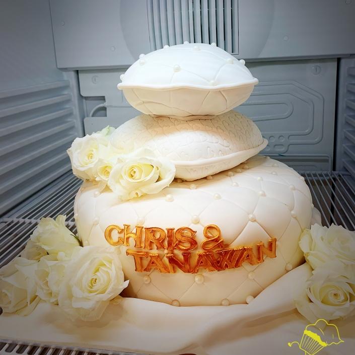 MRWT8532-705x705 Wedding Cakes