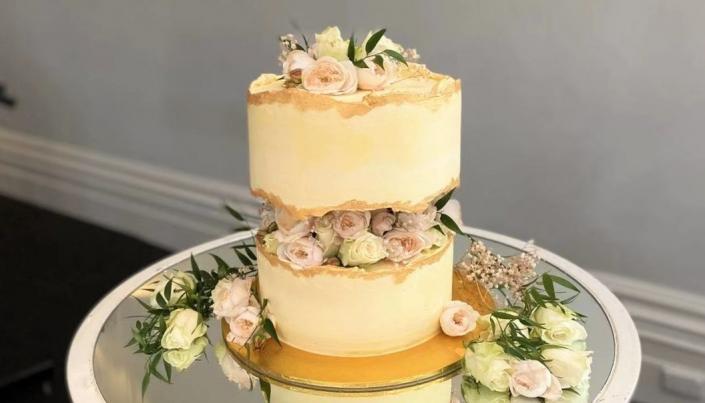 weddingcake02_02-705x403 Wedding Cakes